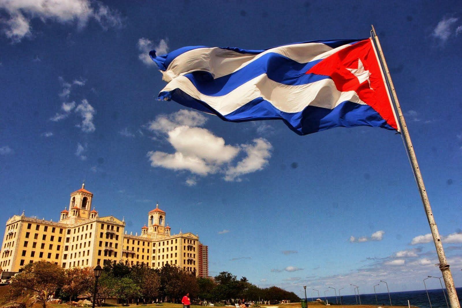 Куба — зеленый остров со вкусом рома и запахом дорогих сигар.