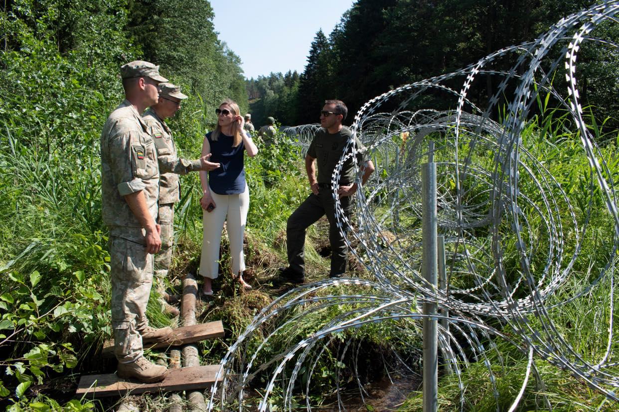 Украина поможет Литве колючей проволокой для «стены» от Беларуси