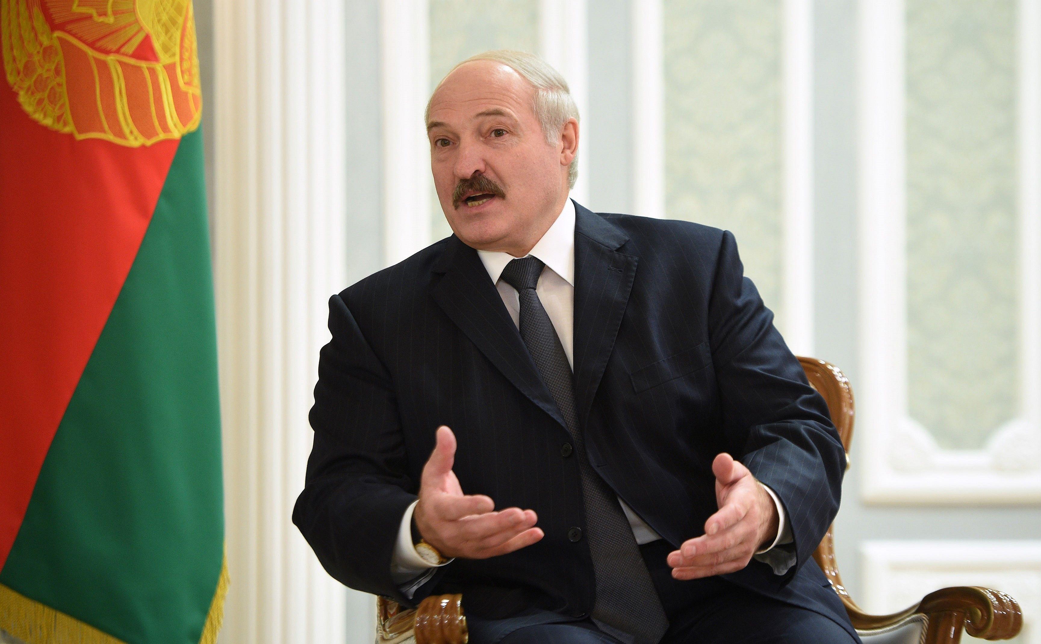 Лукашенко сообщил, кто может отстранить его от власти