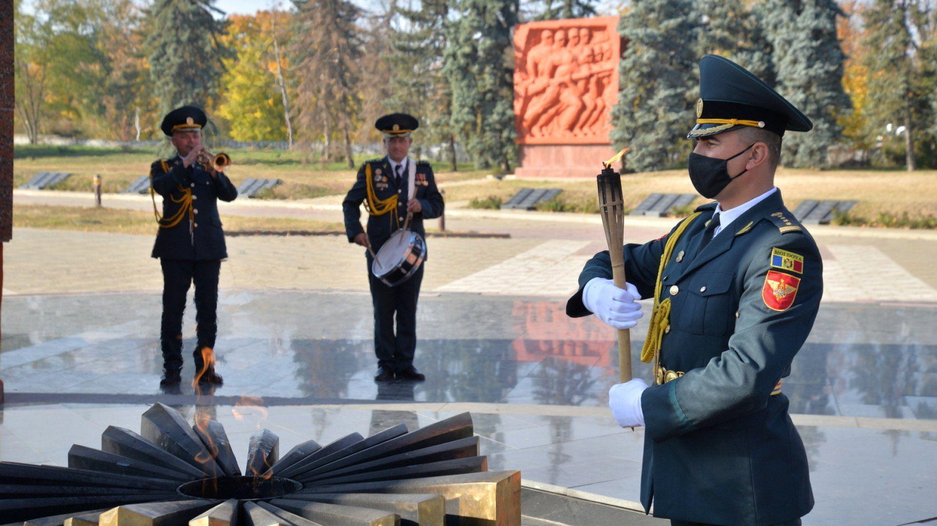 В Молдове из-за режима ЧП погасили «Вечный огонь»
