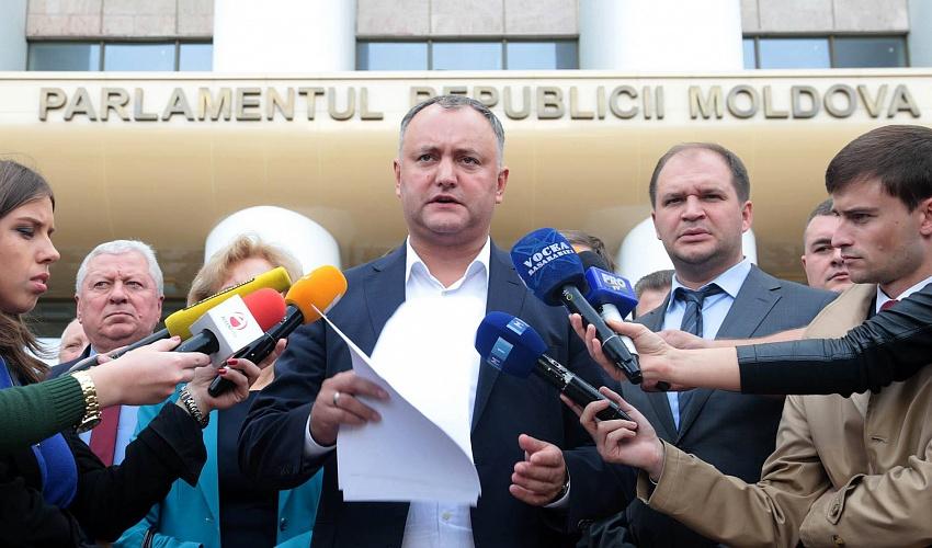 Додон считает, что Молдова должна отказаться отармии