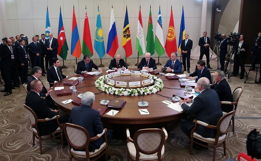Путин обозначил восстановление финансовой активности между странами СНГ