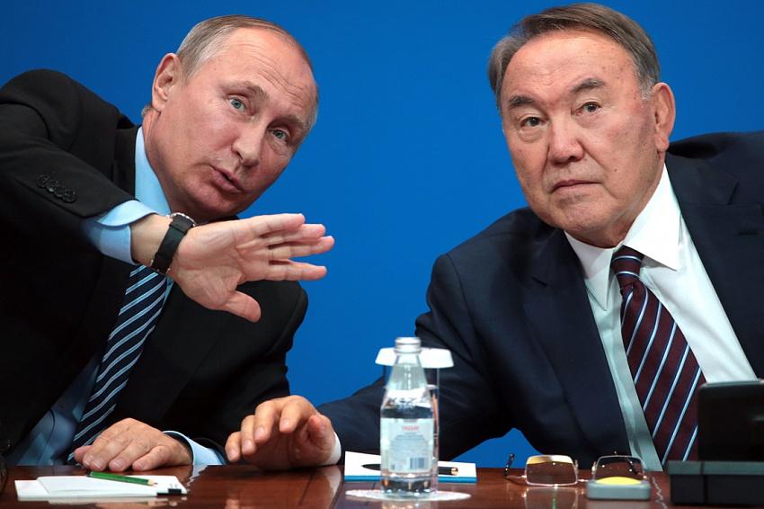 США будут усиливать давление на Казахстан, чтобы помешать России и Китаю – казахстанский эксперт