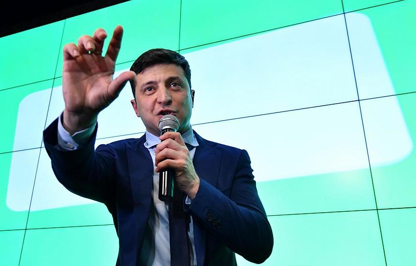 Зеленский допускает возможность заполнения документов нарусском языке наДонбассе вдальнейшем