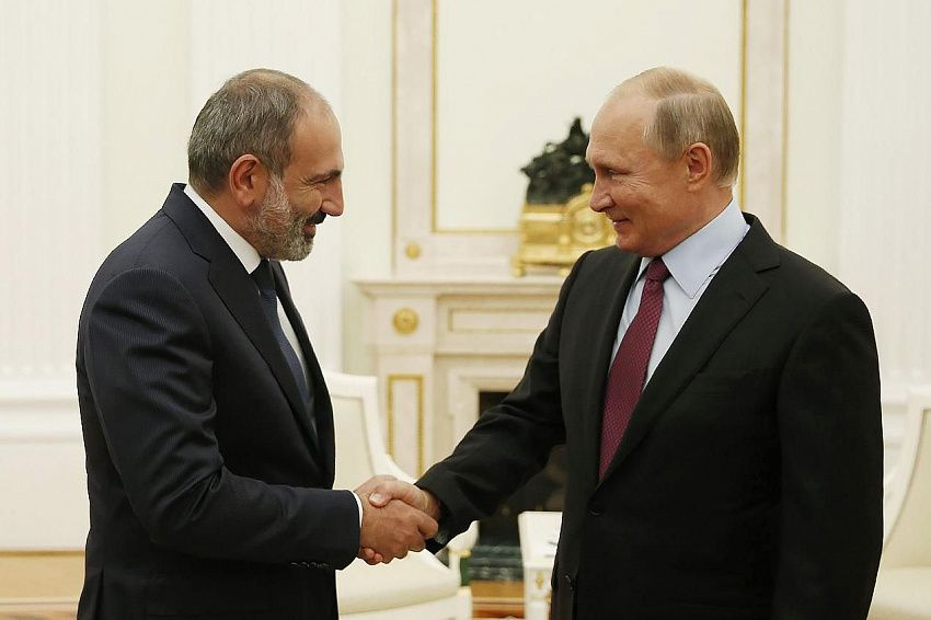 Пашинян поблагодарил Путина за защиту армян в Сирии
