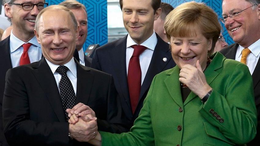 Правительство Макрона сливает Трампа и хочет торговать с Путиным
