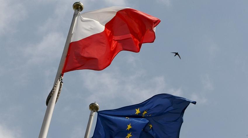 Европарламент принял резолюцию посанкциям против Польши